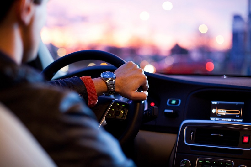 Descubre las ventajas del seguro de coche de Hello Auto